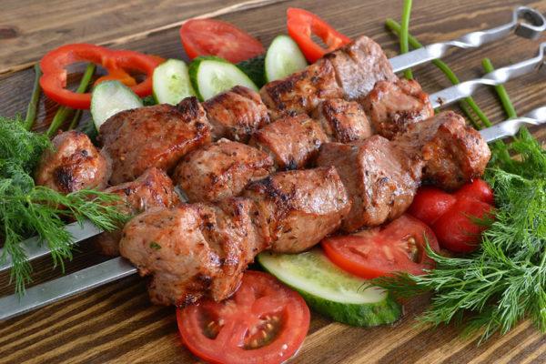 Как замариновать шашлык из свинины быстро и вкусно: замариновать за час